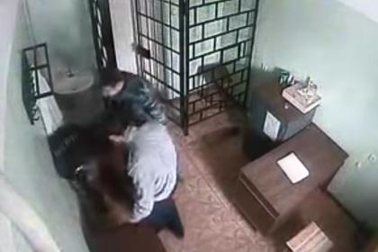 Начальник российской колонии получил дело за видео с избиением заключенного