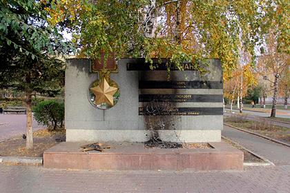 Россияне подожгли памятник героям Великой Отечественной войны