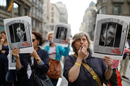 Россияне застряли в аэропорту Барселоны из-за массовых беспорядков