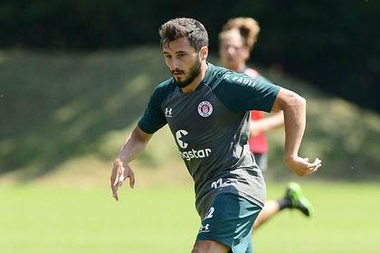 Поддержавшего войну в Сирии футболиста отстранили от тренировок