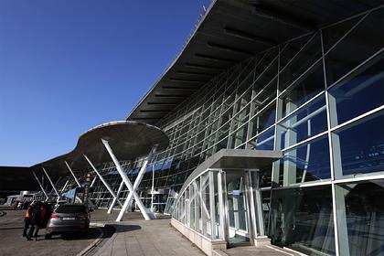 Российских туристок приняли за проституток в аэропорту и отправили домой