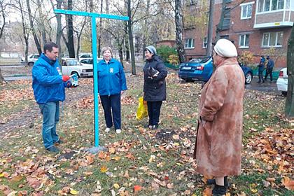 Российский депутат торжественно открыл сушку для белья во дворе