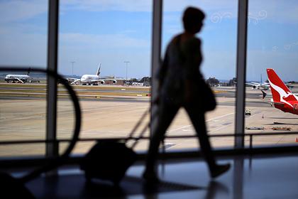 К пассажирам самого длительного авиарейса в истории приставят врачей