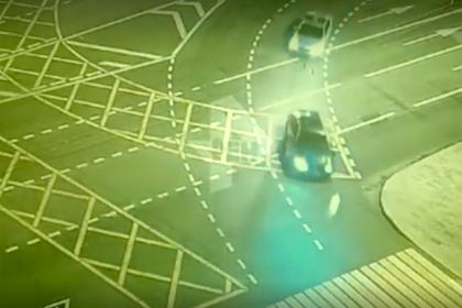Погоня полицейских за угнанной каршеринговой машиной в Москве попала на видео