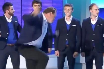 Слуцкий показал свой зажигательный танец и вновь развеселил фанатов