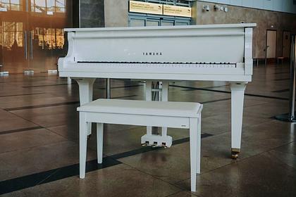 В аэропорту Красноярска установили рояль в честь Хворостовского