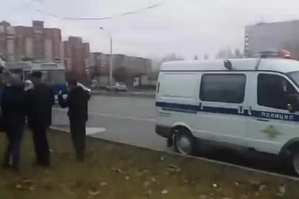 Российские дети пострадали при столкновении троллейбуса со столбом