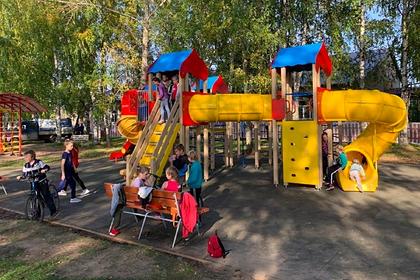 Инвестор экотехнопарка открыл в Ленском районе детские и спортивные площадки