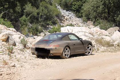 Туристы на Porsche доверились навигатору на пути к секретному пляжу и застряли