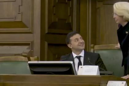 Зеленский поиграл с молотком в парламенте Латвии