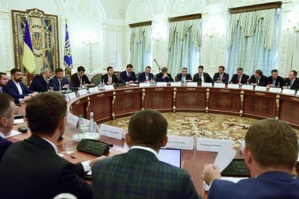 В команде Зеленского объяснили требование распустить ДНР и ЛНР
