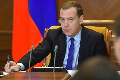 Медведев призвал правительство не засорять русский язык