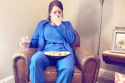 Медсестра расплакалась из-за смертельных родов и прослыла «ангелом во плоти»