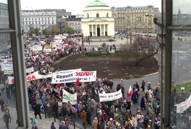 Около 40 тысяч поляков вышли на марш в Варшаве в 1996 году