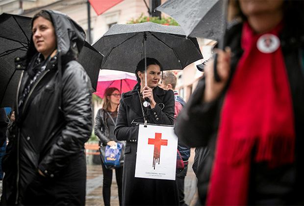 Женщина на «Черном протесте» в 2017 году в Люблине