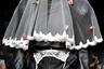 С легкой руки дизайнера Лорин Маи из бренда Vertigo по подиуму прошел усатый мужчина с торчащей из-под колец для куфии фатой и кружевным поясом для чулок на талии.