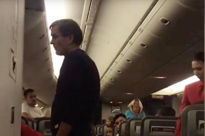 Дебош пьяного пассажира на рейсе из Москвы попал на видео