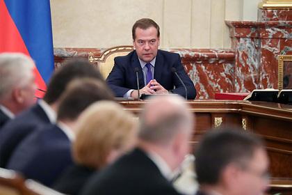 Медведев поручил оповещать власти России о химических и биологических ЧП