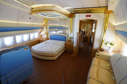 Роскошный салон Boeing 747 королевской семьи показали изнутри