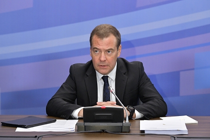 Медведев заявил о готовности ответить на размещение баз НАТО около России