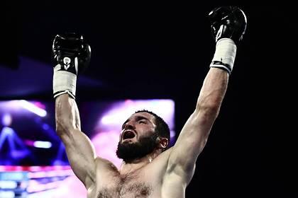 Бетербиев нокаутировал Гвоздика в бою за звание чемпиона мира