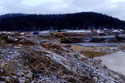 До 13 человек возросло число погибших после прорыва дамбы на российском руднике