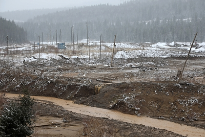 Поисковые работы на месте прорыва дамбы в Красноярском крае приостановили