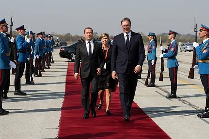 Медведев прилетел в Сербию на празднование освобождения Белграда