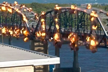 Появилось видео взрыва 90-летнего моста в США