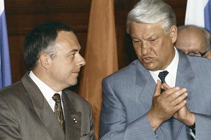 Составлен список покинувших Россию чиновников времен 1990-х