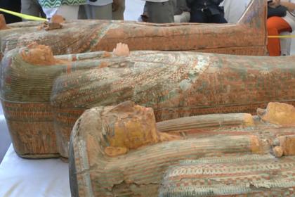 Десятки найденных в древнеегипетской гробнице мумий сняли на видео