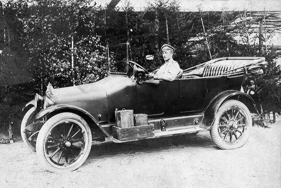 Собственный Его Императорского Величества гараж к 1914 году насчитывал 39 автомобилей, включая грузовые и служебные