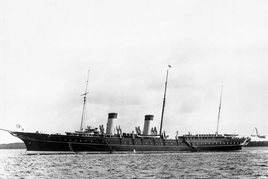 Императорская яхта «Штандарт» — один из самых роскошных кораблей того времени. 1912 год