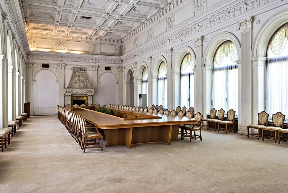 В историю новый дворец вошел благодаря Ялтинской конференции 1945 года. В большом конференц-зале дворца проходили пленарные заседания конференции