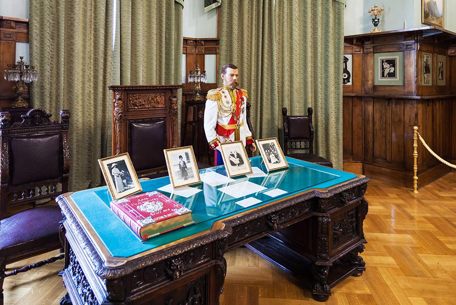 Рабочий кабинет Николая II в Ливадийском дворце