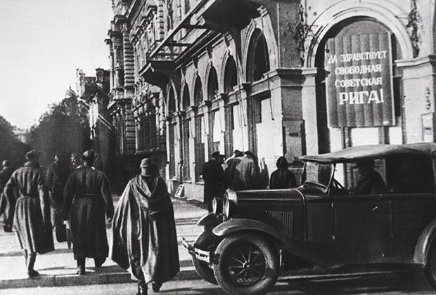Советские солдаты в Риге, 1944 год