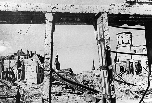 Разрушеные кварталы в Риге после отступления немцев, 1944 год