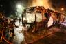 Несмотря на все усилия армии и полиции, беспорядки продолжились, демонстранты жгли автобусы и закидывали полицию камнями. В ответ в столице и ряде других городов ввели комендантский час, а чрезвычайное положение распространили на пригородные районы Сантьяго. Многие школы, банки и магазины закрылись на неопределенный срок. <br></br> 20 октября президент Пиньера заявил: «Мы воюем с могущественным, неумолимым врагом, который не уважает ничего и никого и готов использовать насилие без каких-либо ограничений». Впрочем, позднее он обсудил с представителями законодательной и судебной власти пути решения конфликта и пообещал «уменьшить чрезмерное неравенство, которое сохраняется в обществе».