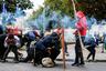 В то же время обычные чилийцы ошеломлены происходящими бесчинствами. По словам 27-летней сотрудницы супермаркета Франциски Астудильо, политическая элита страны понятия не имела, насколько тяжела жизнь нормальных людей. Она понимает протестующих, однако желает, чтобы насилие поскорее прекратилось: «Люди идут против людей, это неправильно. Все вышло из-под контроля». <br></br> С ней согласна и другая чилийка Синтия Кордеро. Ей пришлось пройти 20 кварталов до ближайшей аптеки, а та оказалась сожжена. По ее словам, люди могут протестовать против злоупотреблений, повышения платы за проезд, плохого образования и недостойной пенсии, но не имеют права уничтожать имеющееся.