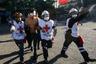 По данным главы МВД Андреса Чадвика, пострадали в столкновениях более 60 полицейских и свыше десятка гражданских лиц. При этом сообщалось о двух мародерах, раненных полицией. Только за минувшее воскресенье произошло свыше 70 «серьезных происшествий», большая часть из которых — случаи мародерства, добавил министр. <br></br> По данным прокуратуры, за последние дни были арестованы более 1,5 тысячи человек.