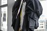 Японцы с самурайской преданностью следуют своему пути. Вот и 18-летний токийский модник Такасуэ стал настоящей жертвой моды со своим оверсайз-образом, который опоздал ровно на год.