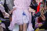 Японский бренд Jenny Fax традиционно отличает определенная инфантильность. Но в случае с японским рынком за этим стоит тонкий расчет: платье, подобное этому, метит в многотысячную аудиторию представительниц субкультуры рори.