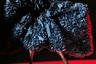Томо Коидзуми два сезона подряд пропускал родную неделю моды ради шоу в Нью-Йорке. После того успеха за океаном японец вернулся на родину настоящей звездой. И рискнул пойти против трендов недели моды: пока все показывали стритвир, Томо представил коллекцию в духе высокой моды.