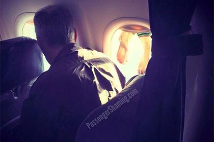 Сушка мокрых носков в самолете ужаснула путешественников