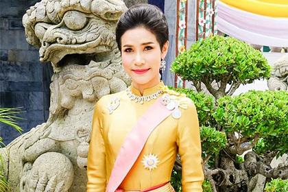 Фаворитка тайского монарха обидела королеву и попала в опалу