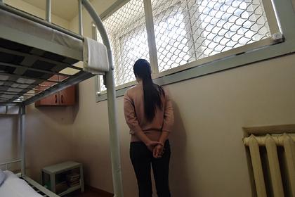 Российскую школьницу с судимостью арестовали за грабеж, побои и вымогательство