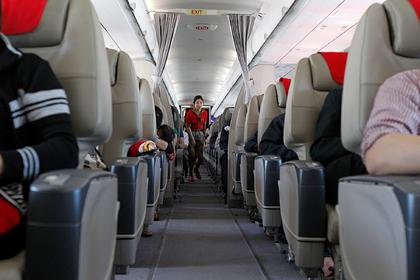 Популярную привычку пассажиров самолета признали опасной для здоровья