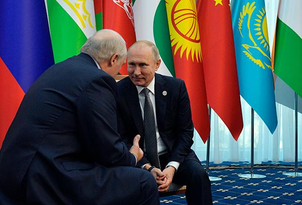 Владимир Путин и Александр Лукашенко во время встречи на полях саммита ШОС