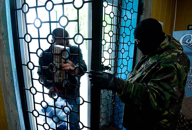 Ополченцы в здании районного отдела милиции Горловки