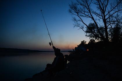 Россиянам запретили ловить рыбу в озере из-за загадочной болезни